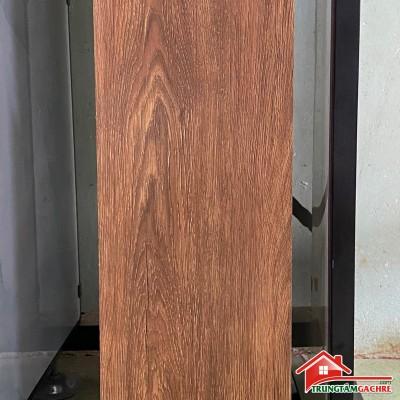 Gạch lát nền giả gỗ nâu đỏ 20x100 phòng khách đẹp