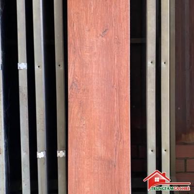 Gạch giả vân gỗ màu đỏ 20x100 cao cấp giá rẻ